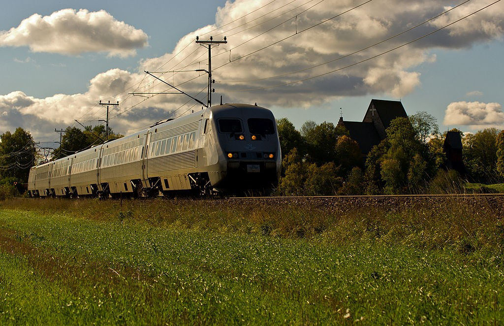 SJ2000 passing through Swedish countryside.